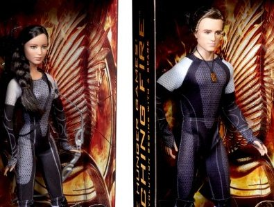 Black Label Hunger Games Katniss & Peeta Collectors Figures
