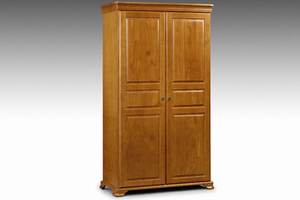 The Fontainebleau bedroom furniture range is made from heavy solid pine wood and finished in a warm