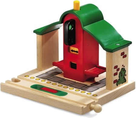 33681 Wooden Railway System: Stop & Go Station
