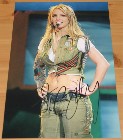 HAND SIGNED 9.5 x 6.5 INCH PHOTO