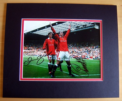 & BECKHAM SIGNED & MOUNTED PHOTO - 15 x