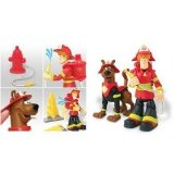 Scooby-Doo Deluxe Action Figure Set - Scooby and Shaggy Firefighters with 2 Collapsing Flames, Water Squirting Fire Hydrant and Backpack