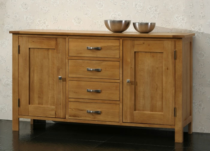 Oak 2 Door 4 Drawer Dresser