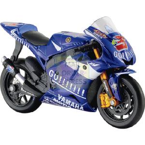 Yamaha GP 05 Colin Edwards 1 18 Scale Kit