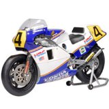 Honda NSR500 (Freddie Spencer MotoGP 1985) in White and Blue (1:12 scale) Diecast Model Motorbike
