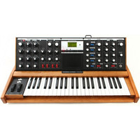 Minimoog Voyager Performer Edition Analog
