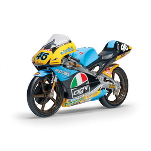 Minichamps has released a 1/12 scale replica of Valentino Rossi`s 1996 Aprilia 125 CCM. The model is