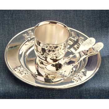A beautiful 4 piece silver plated baby feeding set with a teddy bear design