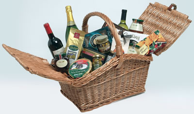 This Bakers Food Hamper is full of Christmas specialities with a treat for everyone.The classic