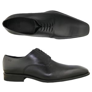 A modern 5 eyelet Derby from Hugo Boss. Features an elongated square toe and a leather sole and heel