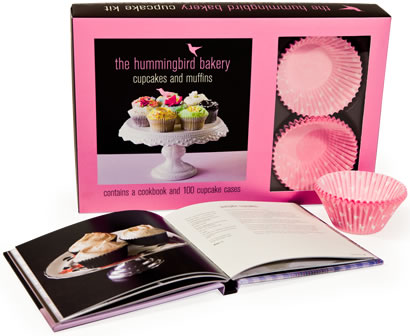 The Hummingbird Bakery is the destination bakery for Londoners with a passion for great cakes but now with The Hummingbird Bakery Cupcake Kit you can create their delicious recipes at home! In this irresistible book, the chefs from the bakery share t