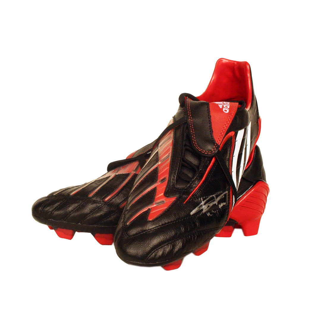This Adidas Predator football boot is the model as worn by Liverpool striker Dirk Kuyt. Wearing thes