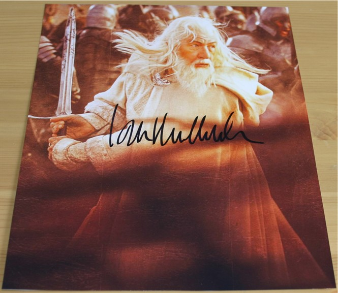 Superb signed photo of Sir Ian McKellan - Gandalf in Lord of the Rings. Signed in black pen. COA -