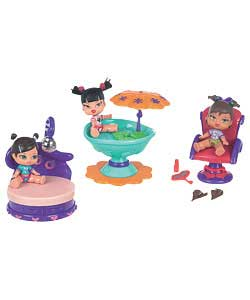 Tiny Bratz with bobble heads and working feature play scenes. Colours and styles may vary. One