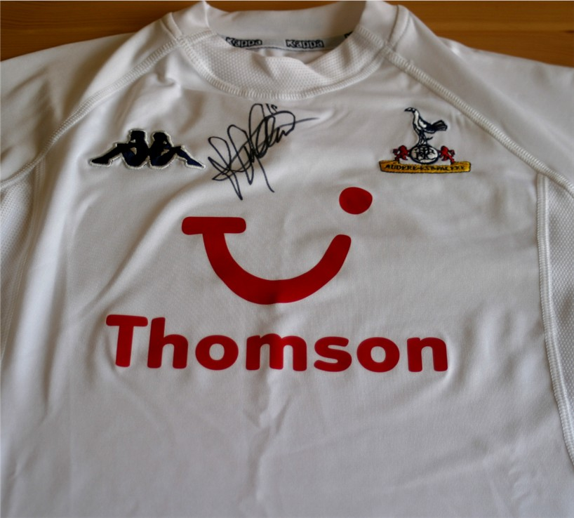 Signed in black pen by the Spurs and England striker. Size = medium. COA - 0420000633