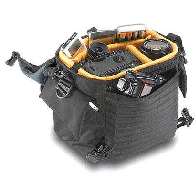 The SB-902 Reporter Shoulder Bag fits 1-2 D/SLR bodies   2-3 lenses   accessories, With the internal