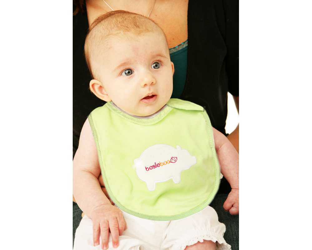 Shaped especially for newborns, these cute bibs are ideal for use when feeding or afterwards to catc