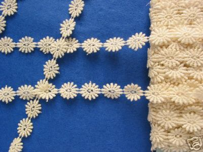 Pretty Cream Guiper Trim 1 Meter Length. perfect for miniature projects as each flower is