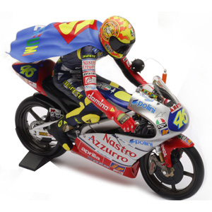 Minichamps has released a 1/12 scale riding figure of Valentino Rossi from the 1997 GP 125 season.
