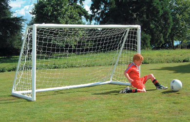 Budding footballers will love shooting and scoring with this professional-style goal. Compact enough