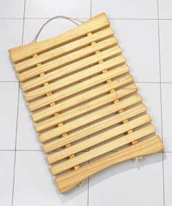 Wooden bars and rope bathmat. Natural pine finish. Size (L)65, (W)45cm
